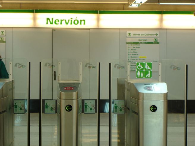 800px-Metro-Sevilla-Nervión